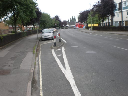 Parking and bike lanes on 9m/10k mvpd road